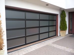 aluminum garage door 300x225 Top 3 Materials for Your Garage Door